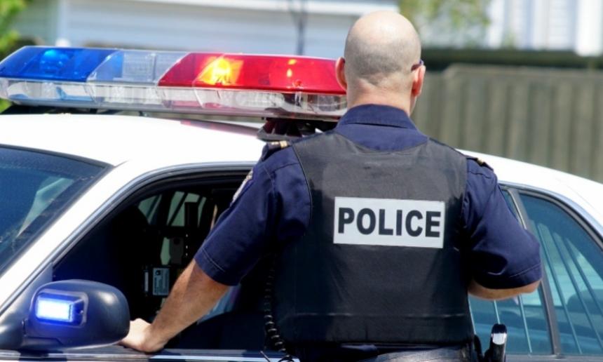 безоружного афроамериканца в своём автомобиле застрелили полицейские США