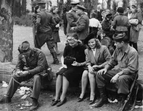 «Русские варвары» и «цивилизованные англосаксы»: кто был более гуманным с немками в 1945 году
