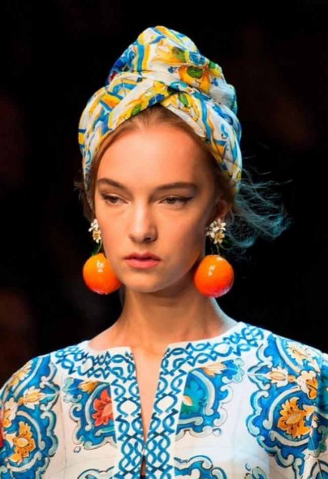 В последнее время в моду возвращаются платки, этот аксессуар незаменим, если хочется быстро поменять свой образ и добавить настроения…