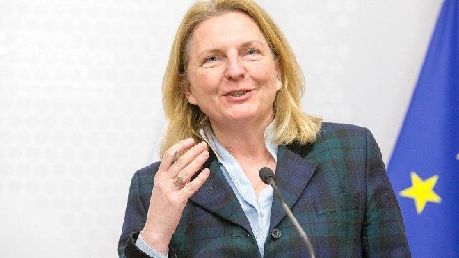 Глава МИД Австрии заявила о принятии решения о введении санкций против России
