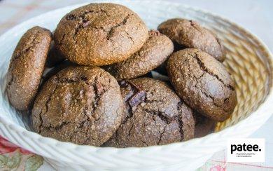 Шоколадно-овсяное печенье с кусочками шоколада.