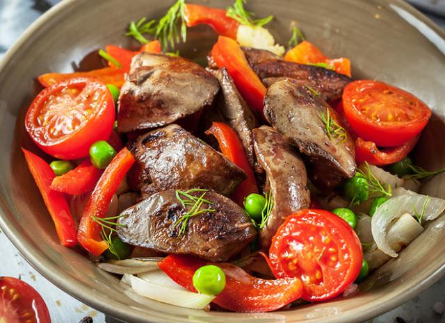 Вкусный салат с куриной печенью