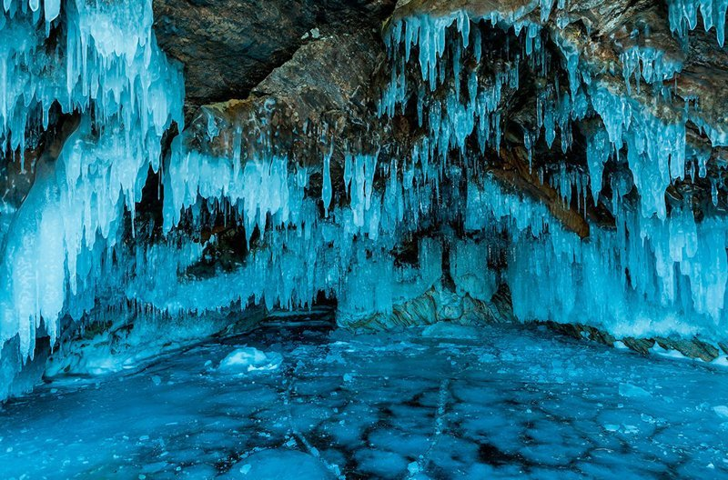 Ледяные сталактиты в пещере на острове Ольхон, Байкал зима, красота, природа, россия, фото