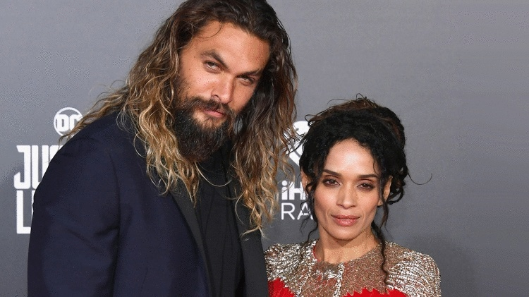 39-летнего Джейсона Момоа и 51-летнюю Лизу Боне по праву можно считать одной из самых крепких пар Голливуда