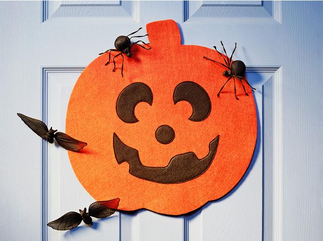 Отмечаем Хэллоуин: как быстро украсить помещение своими руками