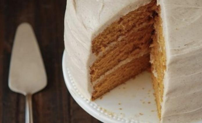 Сочетание вкусов безумно радует. Морковный торт с грецкими орехами и корицей