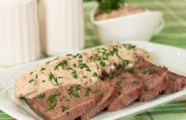 Сочная и ароматная говядина в сливочно-грибном соусе