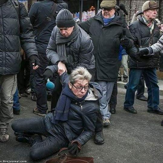 Опознаны четверо нападавших на Сашу Сотника во время марша Немцова
