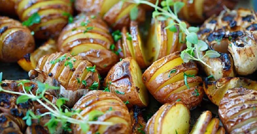 Картофель с чесноком «Орешки»: максимально простое и красивое блюдо