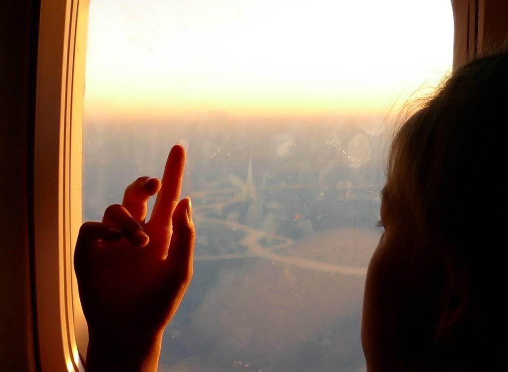 Как со мной в самолете по соседству девочка летела