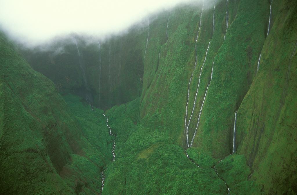 3470084940 e0b9ba53b9 b Стена слез: водопад Хонокохау на Гавайях
