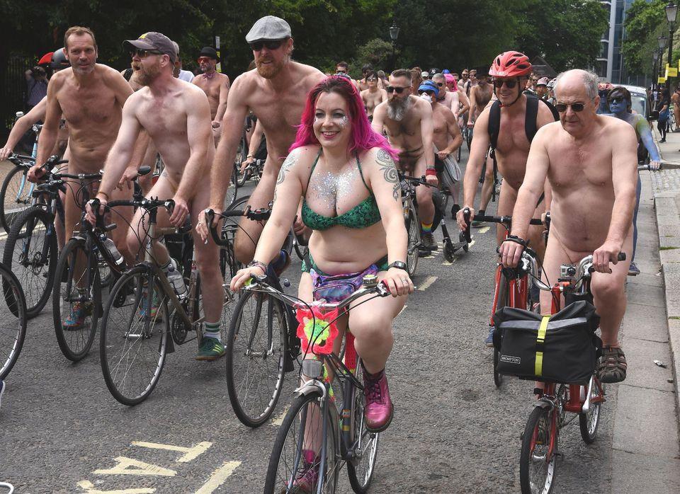 Голые велосипедисты выступил…
