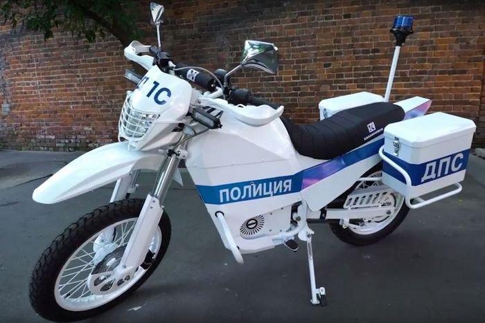 """Московская полиция получила электрические мотоциклы """"Иж"""""""