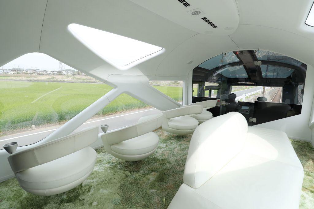 В Японии запустили новый поезд-люкс с двухэтажными купе и панорамными окнами