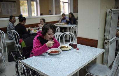 Студенты-инвалиды просят вернуть им бесплатное питание