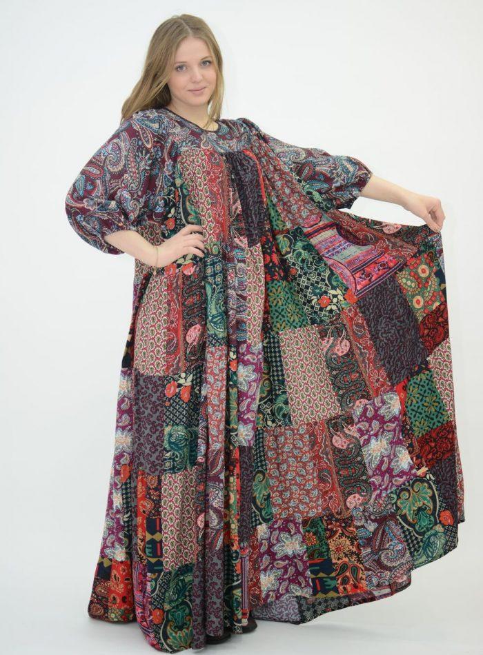 Платье свободного силуэта из разных лоскутков ткани в стиле бохо русский мотив
