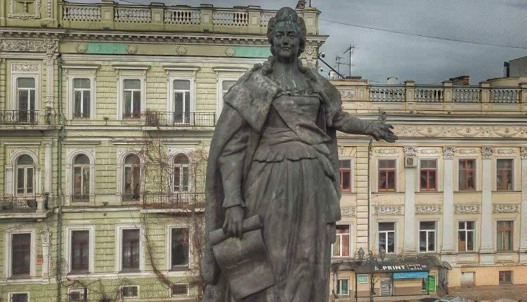 Памятник Екатерине Великой остается в Одессе на своем законном месте