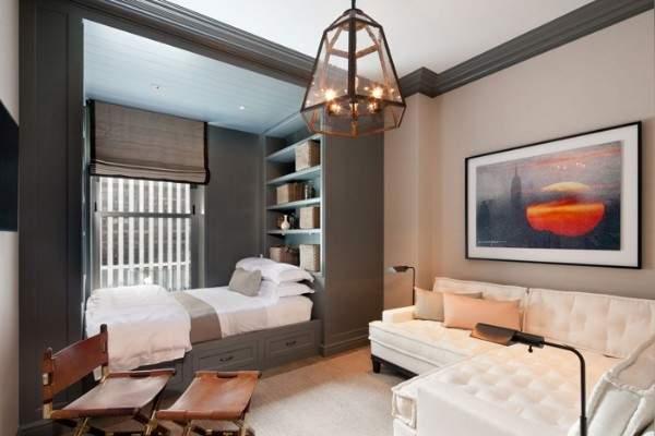Интерьер совмещенной гостиной спальни в частном доме небольшого размера