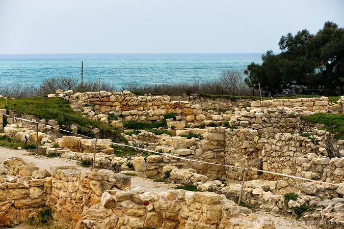 В дальнейшем, вследствие неоднократного расширения границ города, его территория увеличилась почти в 2 раза, и к началу первых веков нашей эры подошла к восточному берегу Песочной бухты.