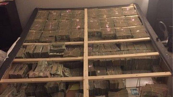 20 миллионов долларов под матрасом? Вот как они выглядят…