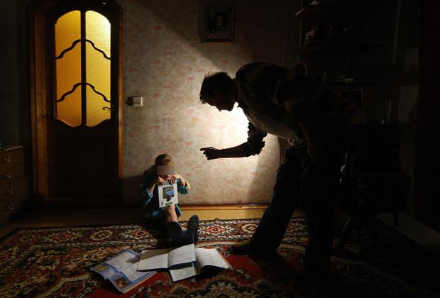 Папа не может: Кризис отцовства грозит России непредсказуемыми последствиями