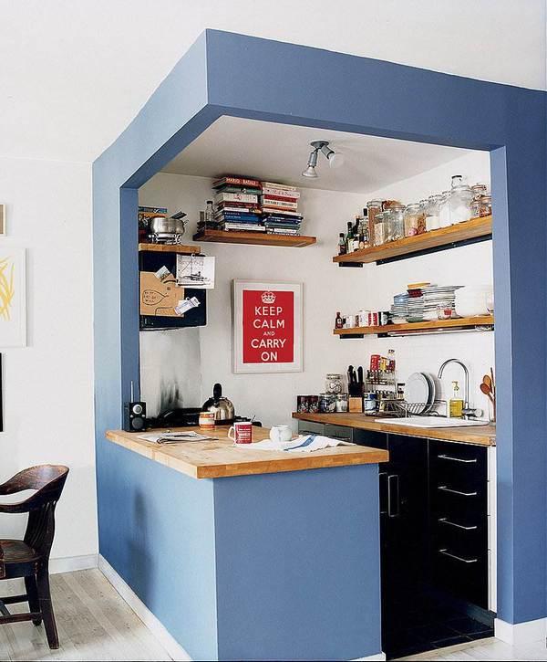 маленькая кухня в квартире студии коробка