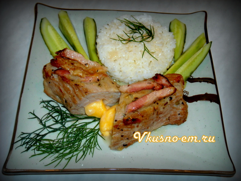 Свинина фаршированная сыром и оливками