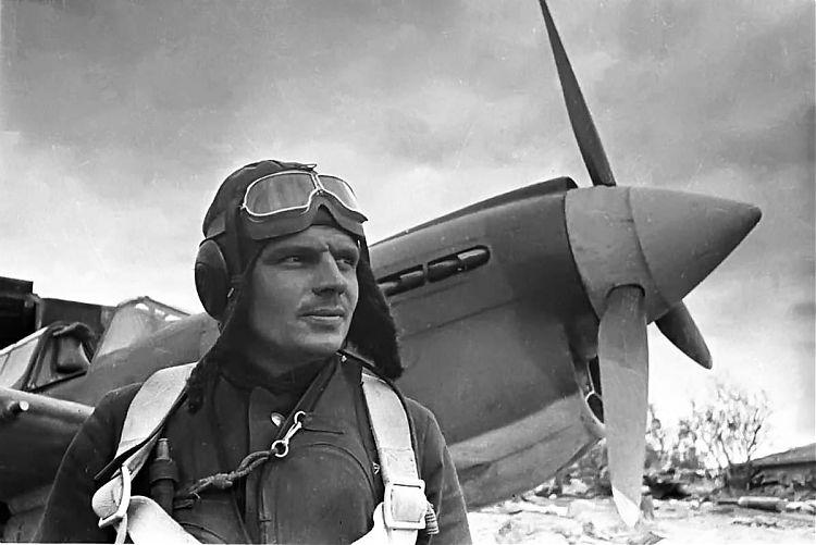 Из беспризорников - в асы : Александр Коваленко - один из лучших летчиков-истребителей ВВС Северного флота