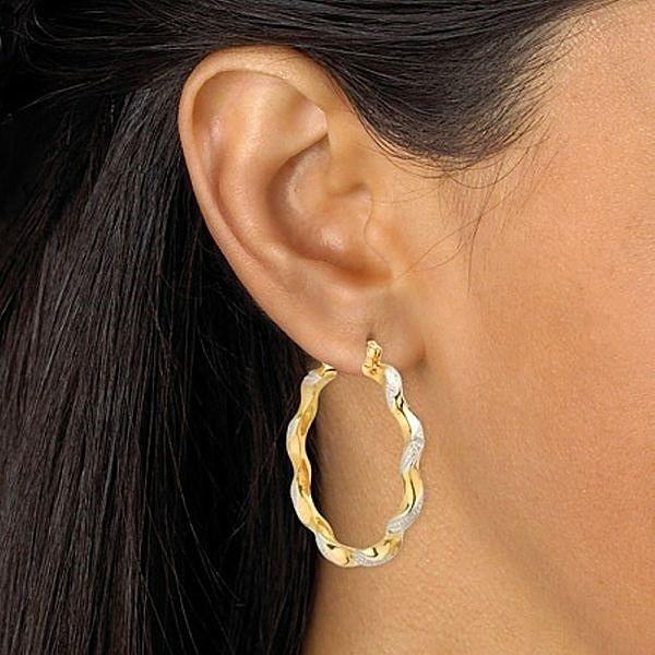 Причины почернения золотых изделий в ушах .