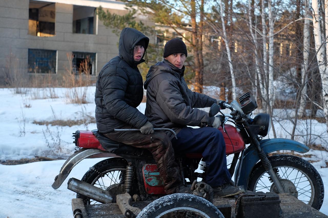 Сюда возят иностранных туристов, которые платят деньги, чтобы посмотреть на то как живут русские люди...