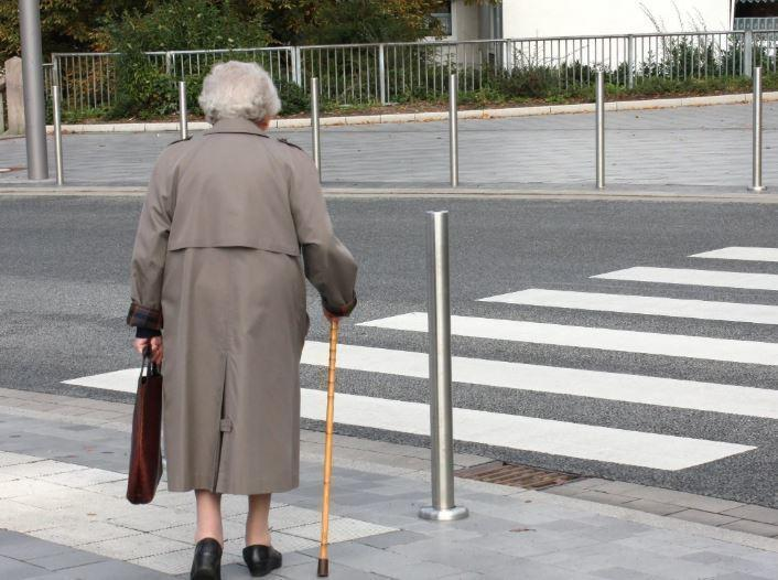 Помогла незнакомой бабуле, а потом нашла работу