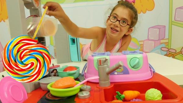 Ягмур готовит сахарный суп. Видео на турецком