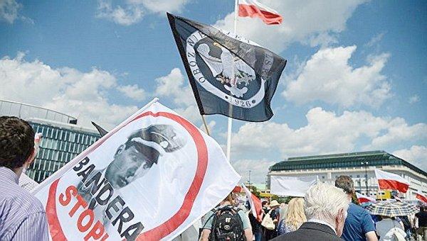 Рада готовится к войне с Польшей: ответим силой, сразу начнут улыбаться