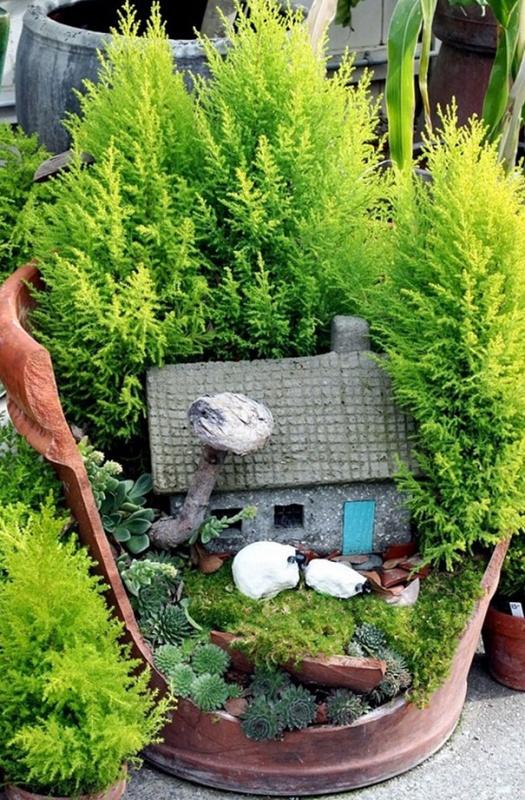Садовое искусство из разбитого горшка