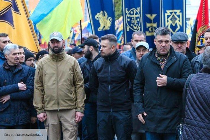 """Националисты требуют срочных мер - главарь """"Азова"""" Билецкий заявил, что у него нет сомнений в том, кто убил Окуеву"""