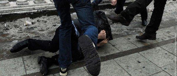 В Киеве подругу известного неонациста избили за «Слава Украине»