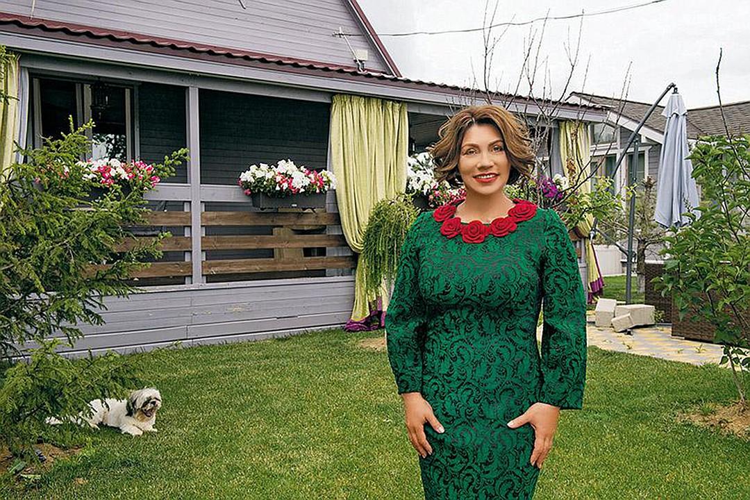 Роза Сябитова купила дом в 50 км от Москвы. Фото: Михаил ФРОЛОВ