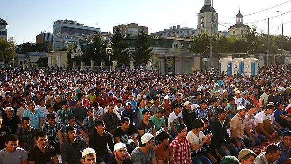Росгвардия: Праздник Ураза-байрам вМоскве собрал 250 тысяч мусульман
