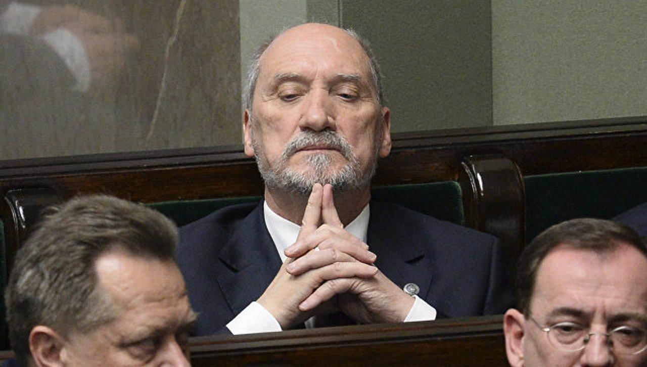 Чёрный квадрат Мачеревича. Министр обороны Польши испугал фигурой речи