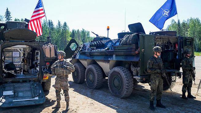 Пространство для манёвров: с какой целью НАТО отрабатывало в Прибалтике блокаду российских территори