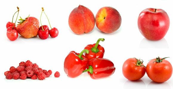 Красные фрукты и овощи. Помидоры, клубника и другие продукты такой окраски ежедневно включайте в рацион. Это мощные антиоксиданты.
