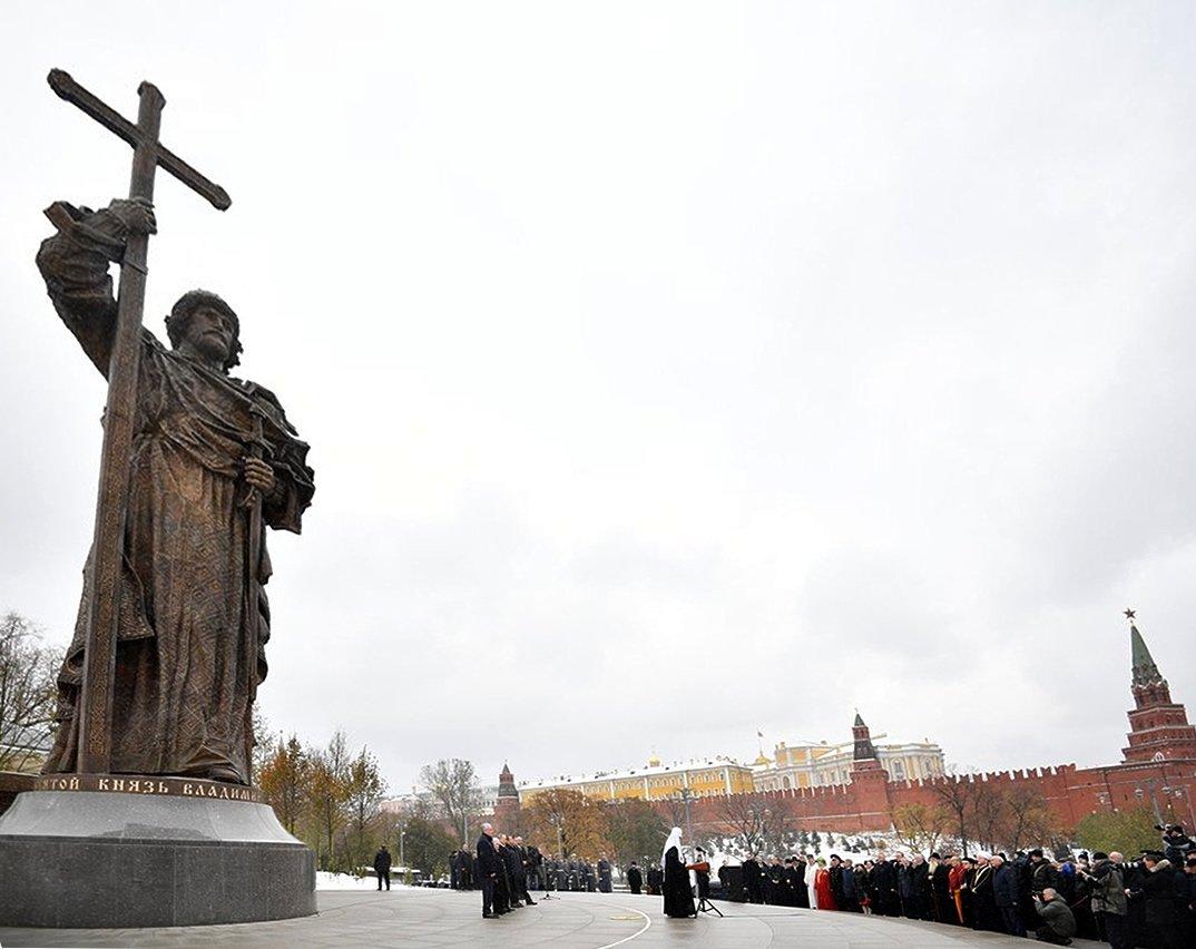 Путин: заложенные князем Владимиром моральные основы определяют нашу жизнь и сегодня