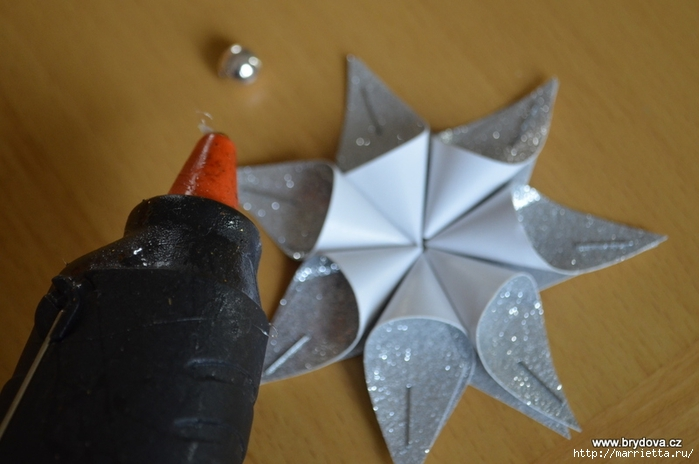 Рождественские звездочки из бумаги. Подвески для елочки (11) (700x464, 184Kb)