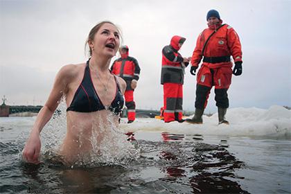 Карельские чиновники в крещенскую ночь прогонят купальщиков от прорубей