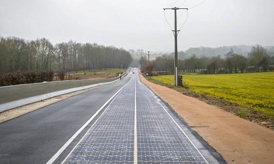 Открыта первая в мире автомобильная дорога из солнечных батарей