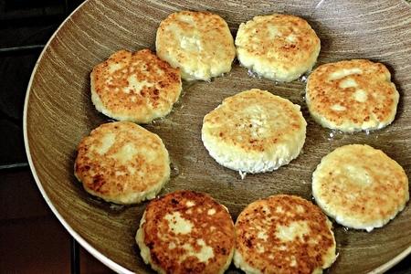Фото к рецепту: Сырники, которые получаются всегда! рецепт сырников из творога/как приготовить сырники