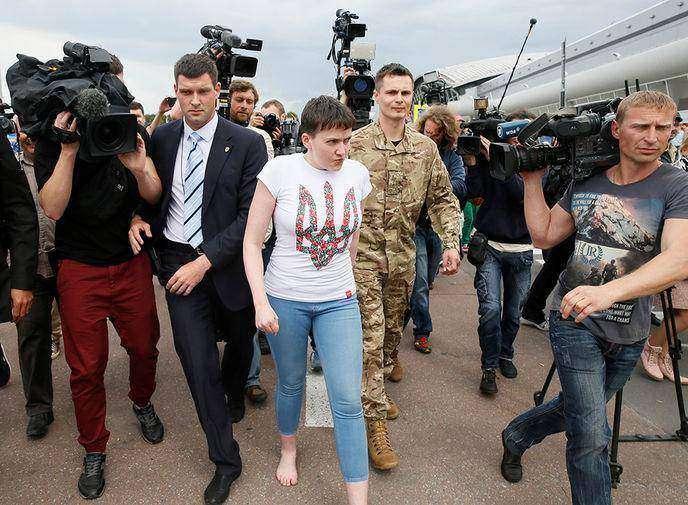 2 главных видео дня: как встречали Савченко и двух россиян