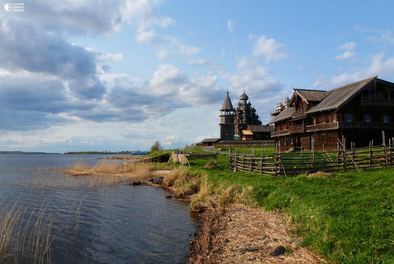 Памятники деревянного зодчества на острове Кижи в Карелии
