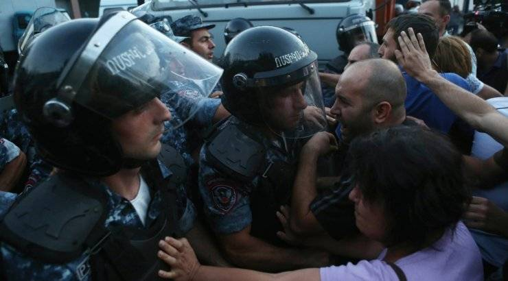 Армения на пороге «бархатног…