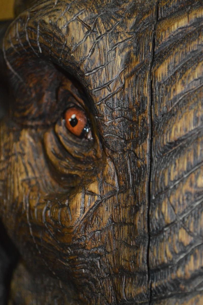 Слон. Сделано бензопилой